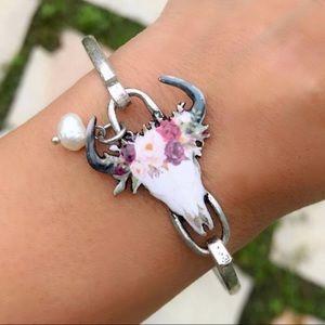 Jewelry - Silver Longhorn Floral Bracelet